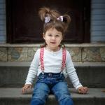 детская фотография на лестнице