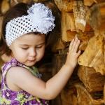 фотосъемка девочка у поленницы