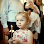 сестра со свечой на крещении