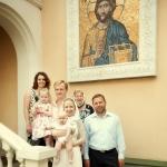 фотография семьи у церкви