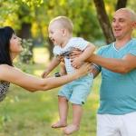 папа мама и ребенок