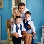 студийная фотография дружная семья