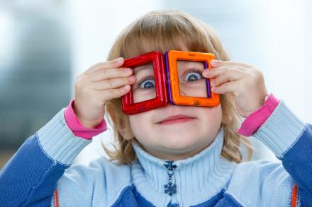 фотограф в детский сад и девочка